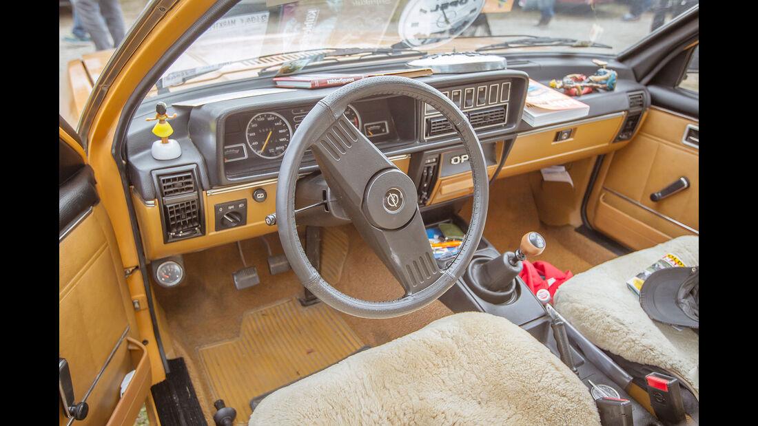 Opel-Rekord-1.9-L-Interieur