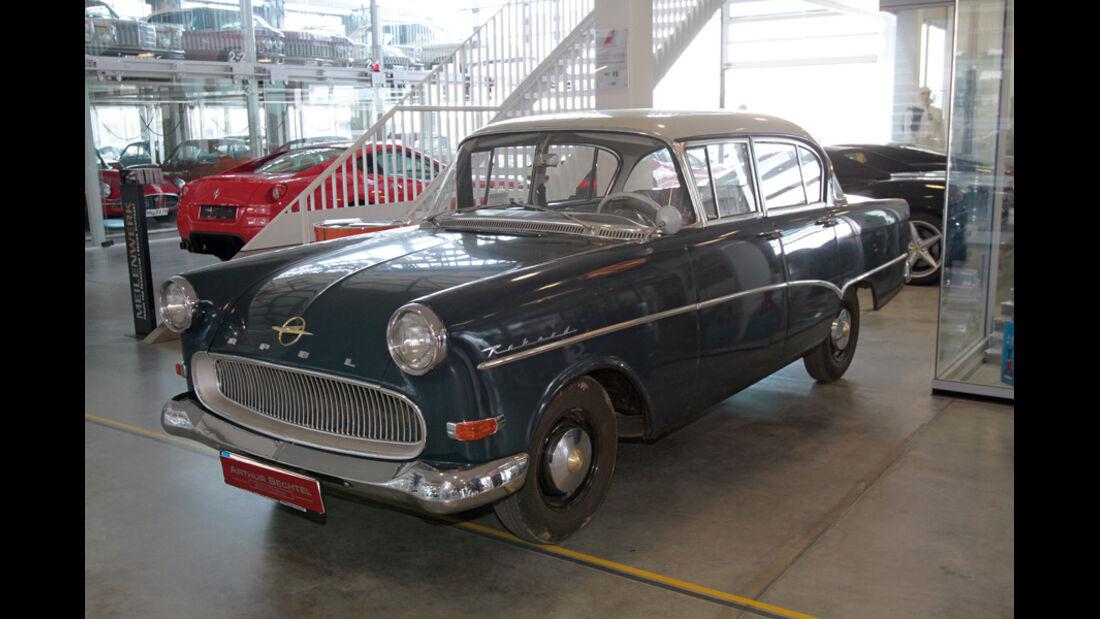 Opel Rekord, Seitenansicht, Messestand