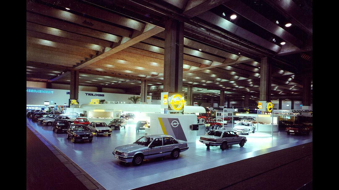 Opel-Stand auf der IAA 1985 in Frankfurt a.M