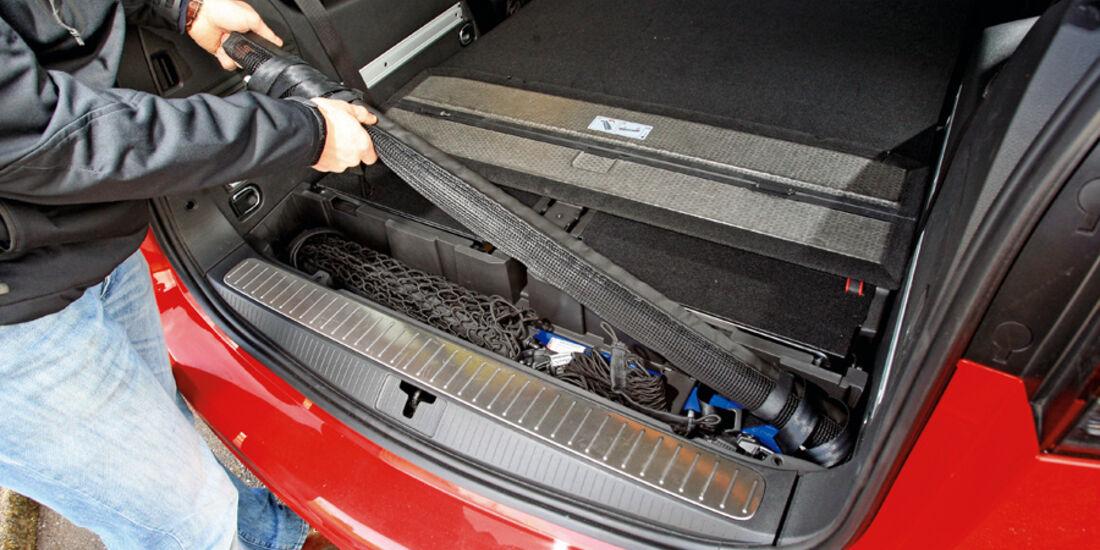 Opel Zafira Tourer 1.4 Turbo, Laderaumrolle