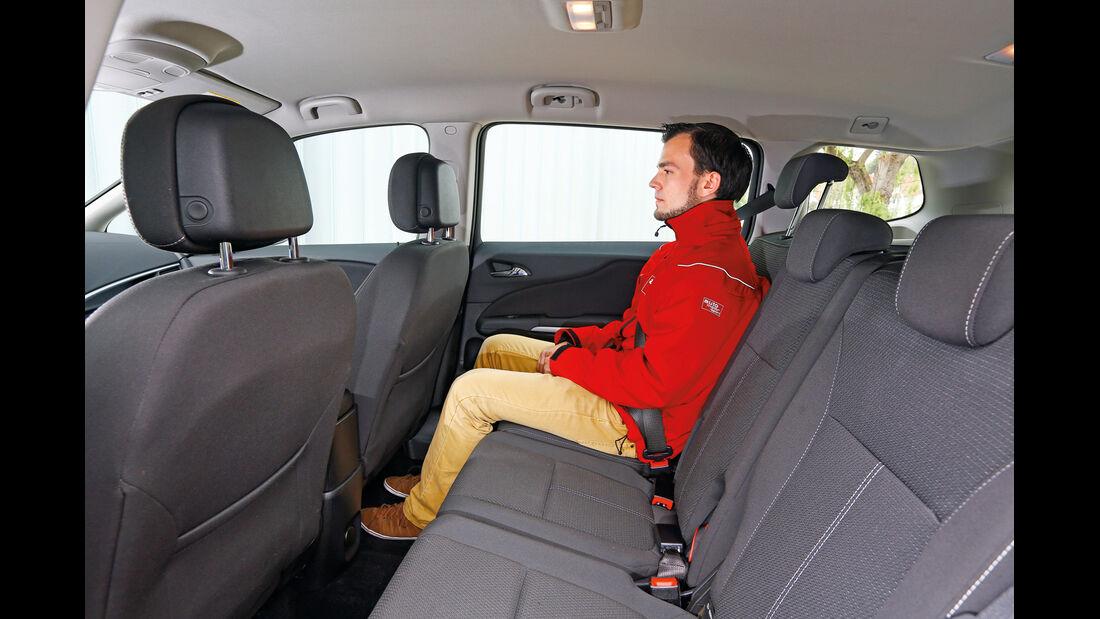 Opel Zafira Tourer 2.0 CDTi, Rücksitz, Beinfreiheit