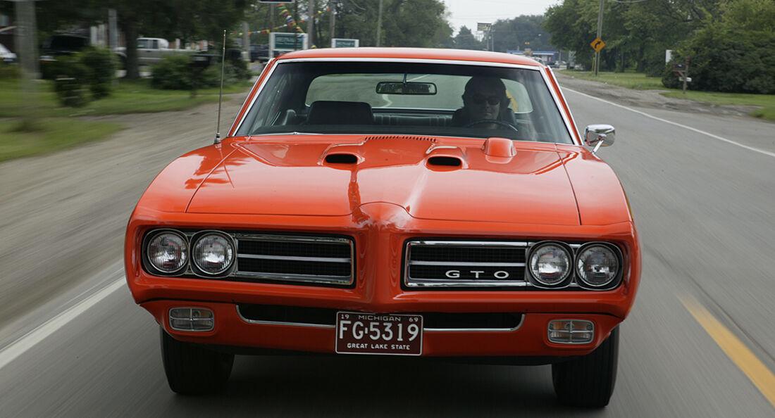 Orangener Pontiac GTO - Frontansicht