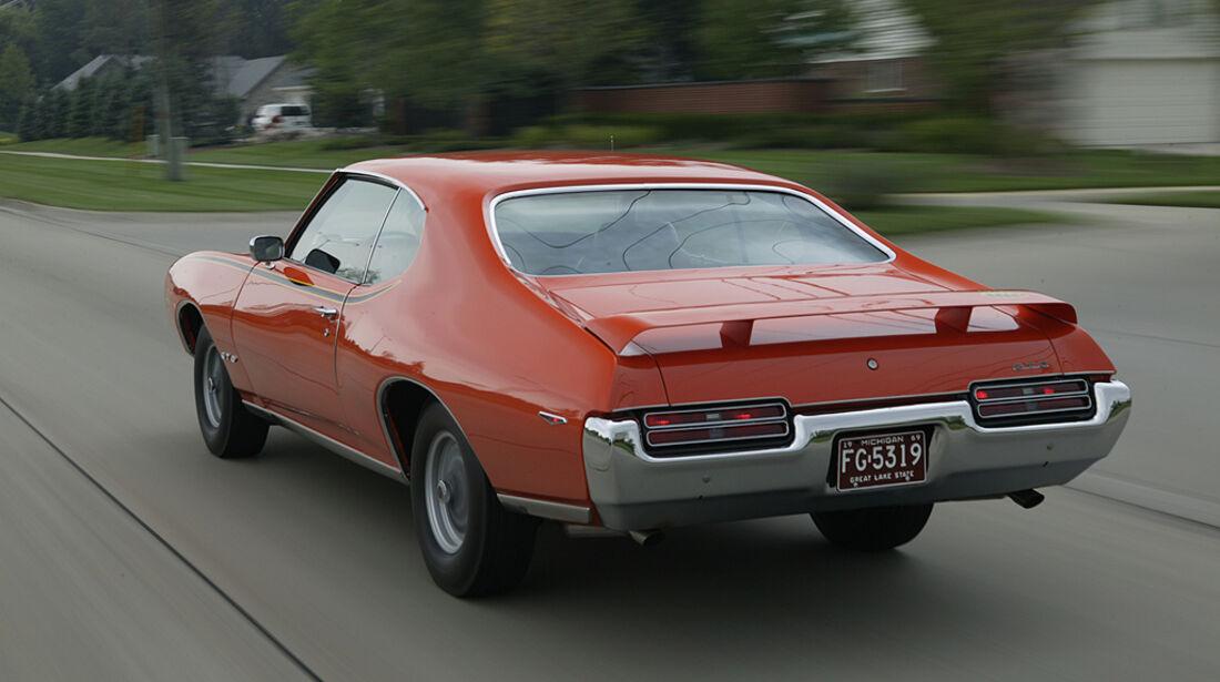 Orangener Pontiac GTO - Heckansicht
