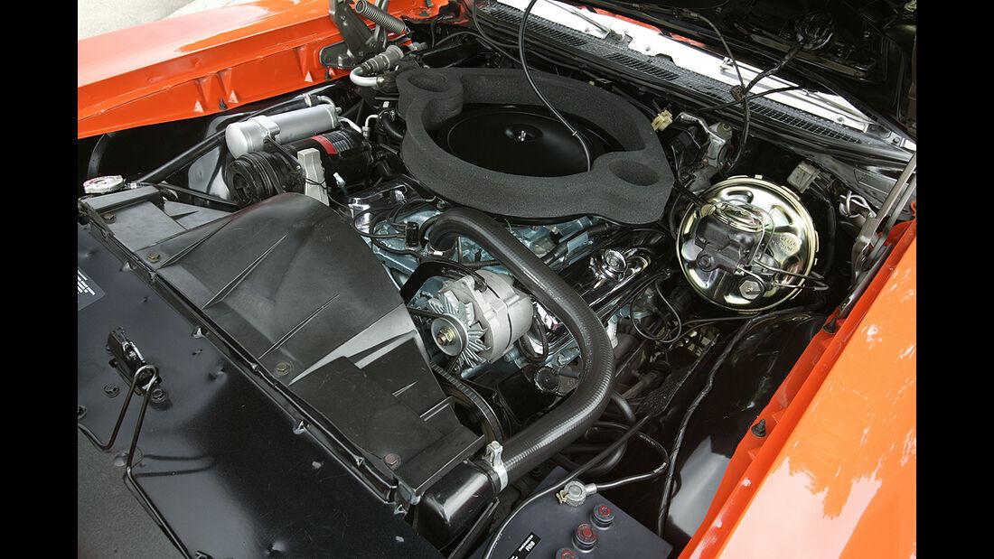 Orangener Pontiac GTO - Motorraum - Big-Block - V8
