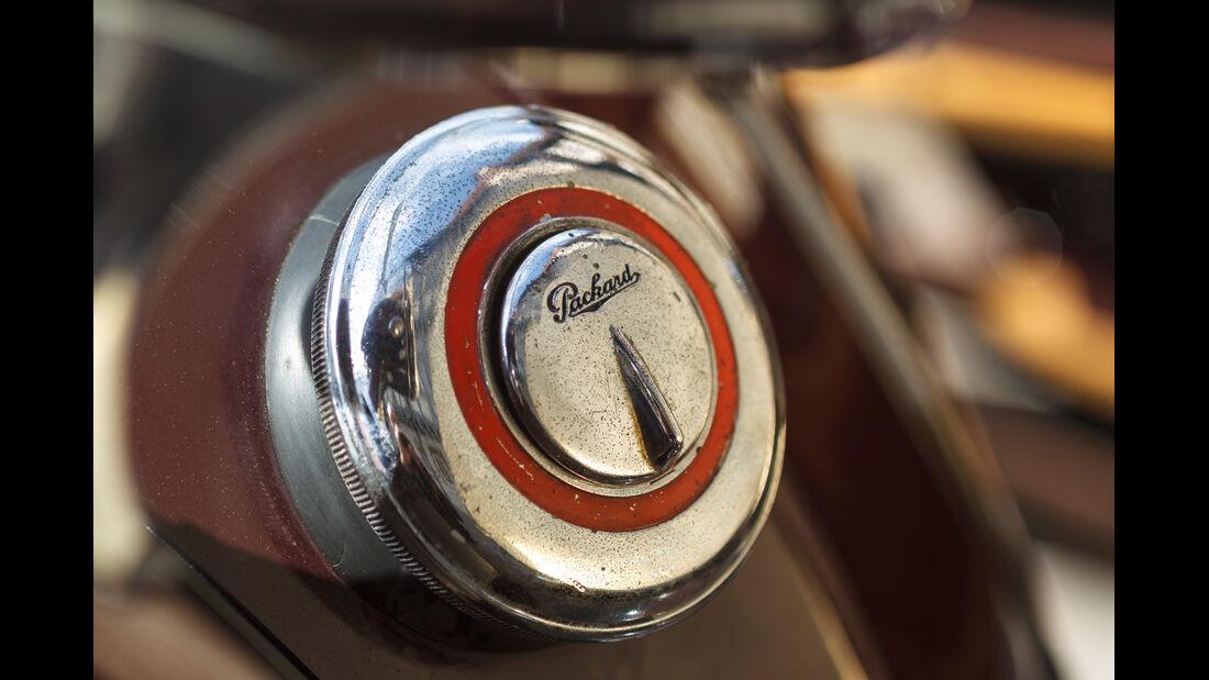 Packard 120 Convertible, Emblem