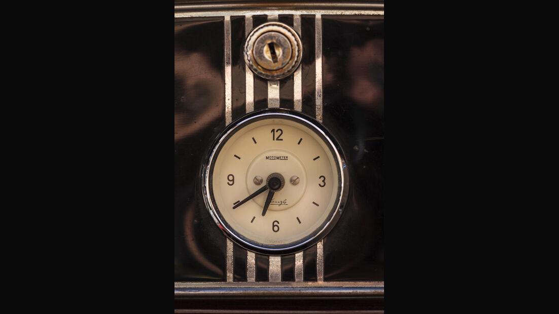 Packard 120 Convertible, Uhr