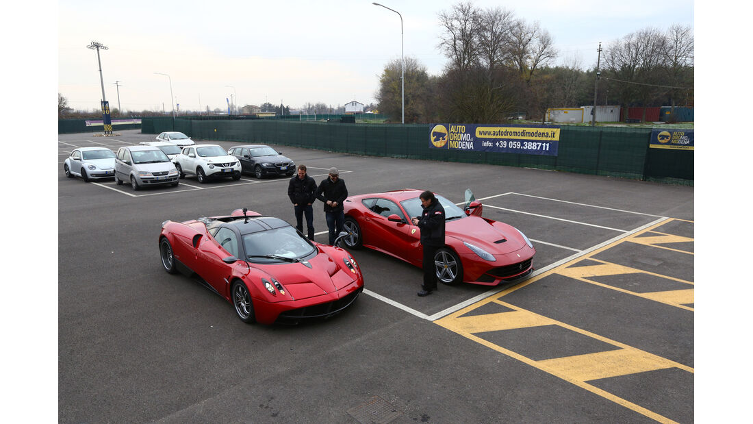 Pagani Huayra, Ferrari F12 Berlinetta, Seitenansicht