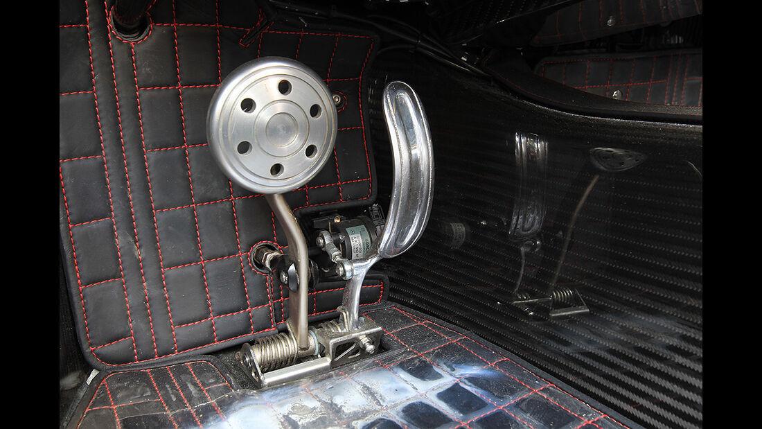 Pagani Zonda Cinque Roadster, Pedale