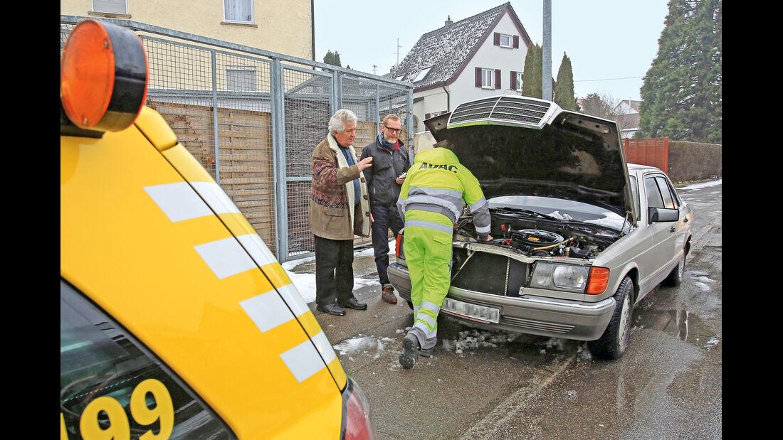 Pannenhilfe, Mercedes 300 SE, Motorhaube