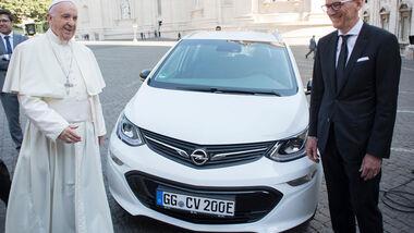 Papamobil Opel Ampera-e Papst Franziskus Karl-Thomas Neumann