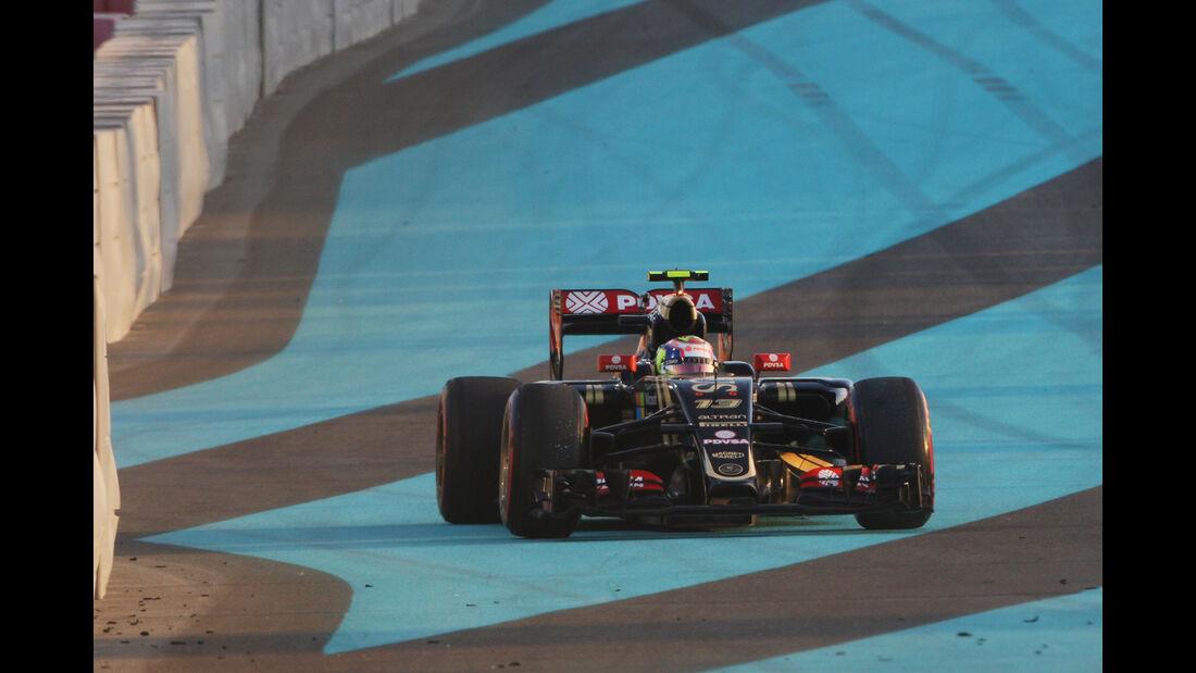 Pastor Maldonado - Lotus - GP Abu Dhabi 2015
