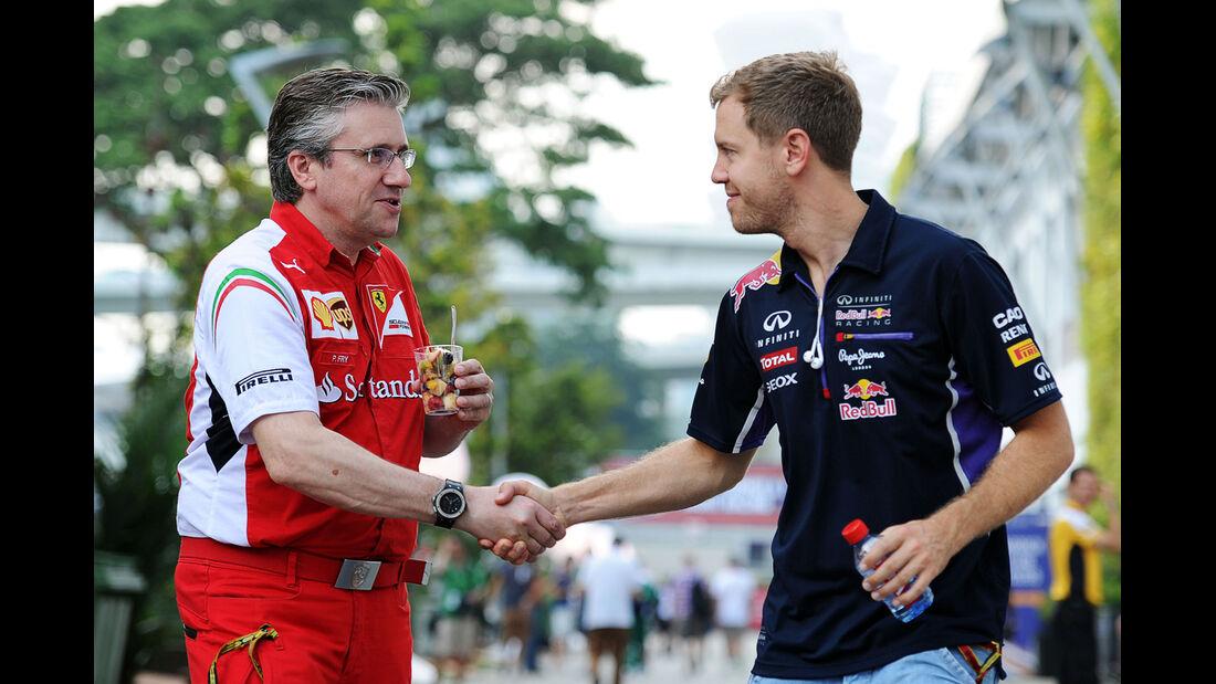 Pat Fry & Sebastian Vettel - Formel 1 - GP Singapur - 19. September 2014