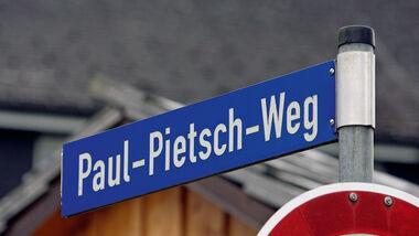 Paul-Pietsch-Weg, Straßenschild