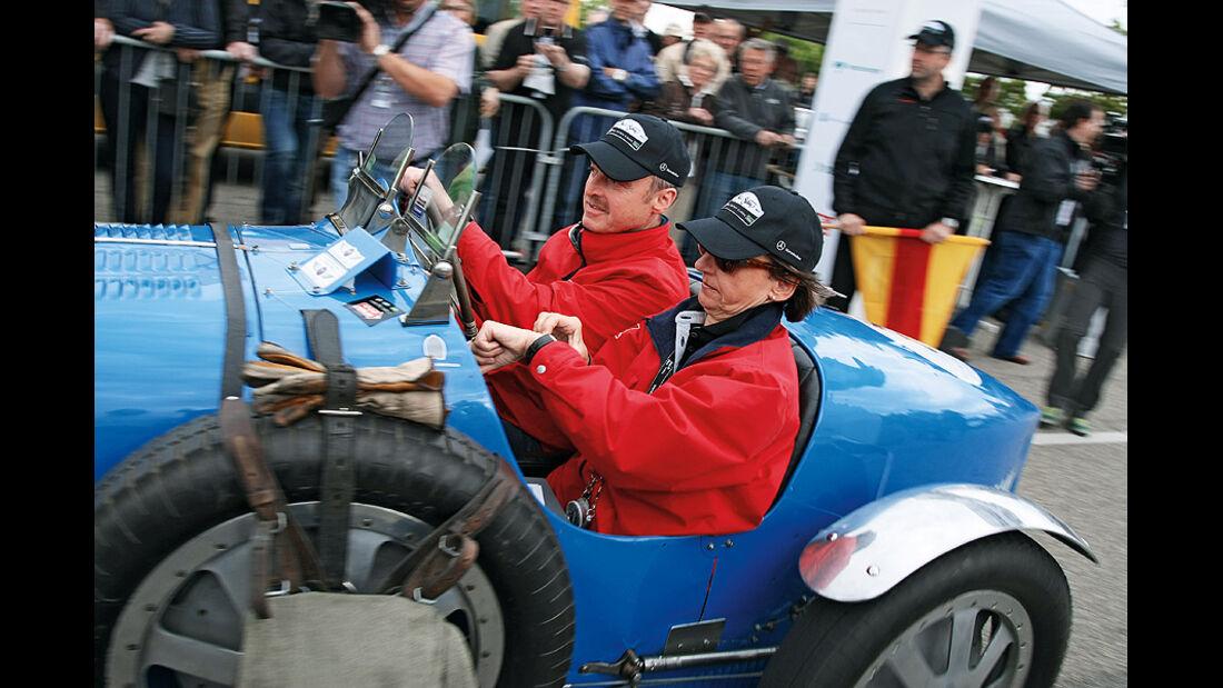 Peter-Paul Pietsch und Patricia Scholten im Bugatti Typ 35