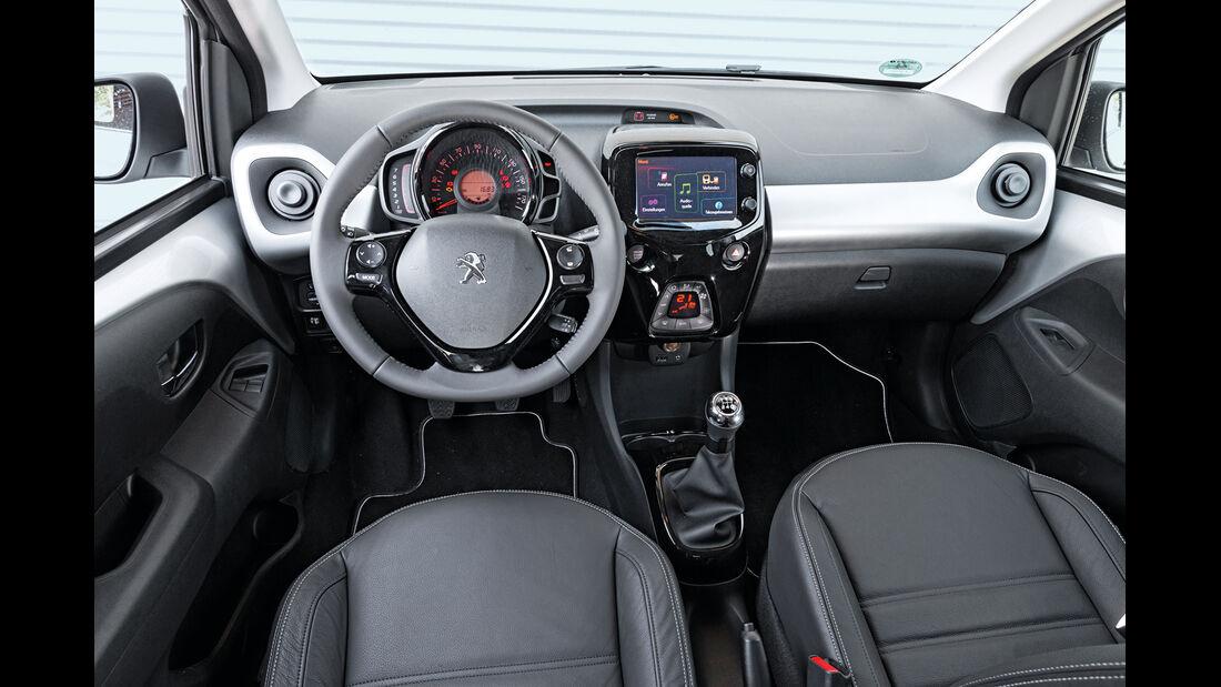 Peugeot 108 Puretech 82, Cockpit