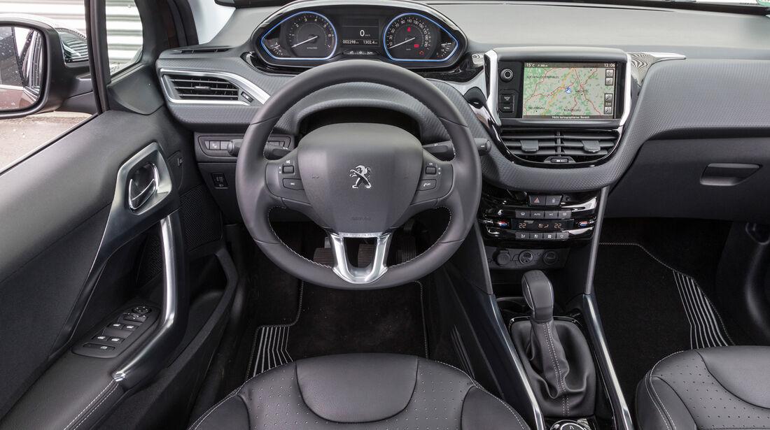 Peugeot 2008 120 Vti, Cockpit, Lenkrad