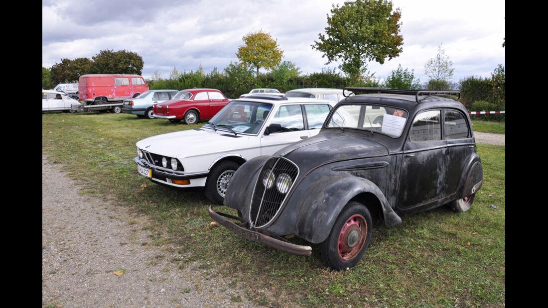 Peugeot 202 und BMW 524d auf der Veterama Mannheim 2011 - Marktplatz