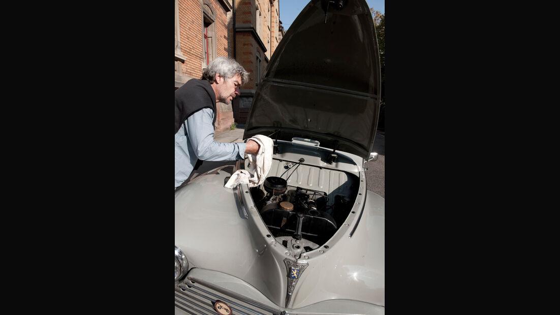 Peugeot 203, Motor, Motorhaube
