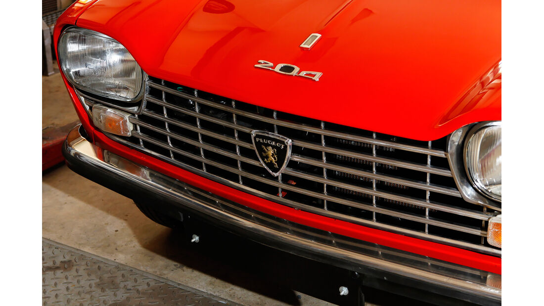 Peugeot 204 Cabriolet, Motorhaube