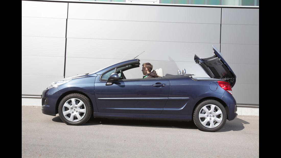 Peugeot 207 CC 155 THP, Seitenansicht, Verdeck schließt