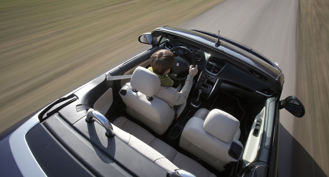 Peugeot 207 CC 155 THP, offen, Cabrio, Seitenansicht