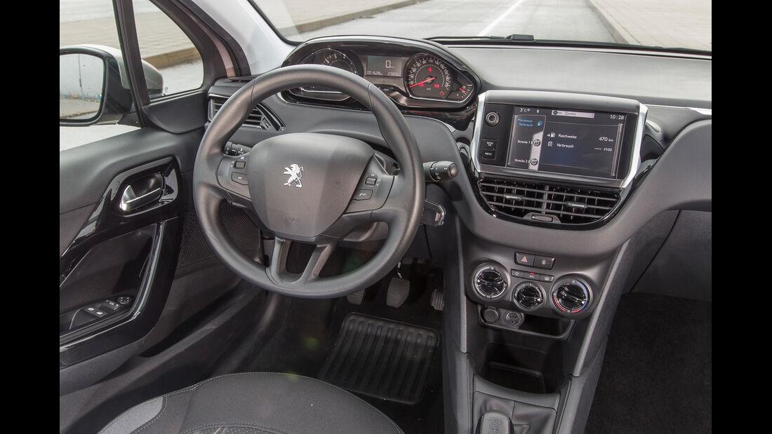 Peugeot 208 68 VTi, Cockpit, Lenkrad
