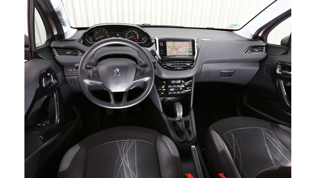 Peugeot 208 82 VTi Active, Cockpit, Lenkrad