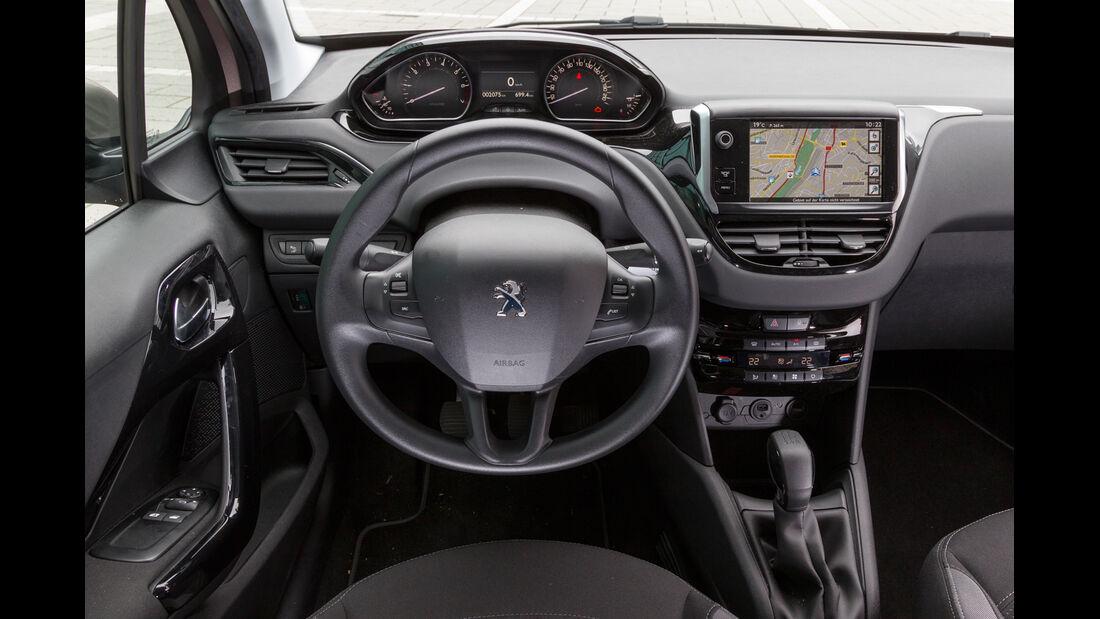 Peugeot 208 82 Vti, Cockpit, Lenkrad