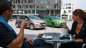Peugeot 208 82 Vti, Fiat Punto 0,9 Twinair, Frontansicht, Cafe