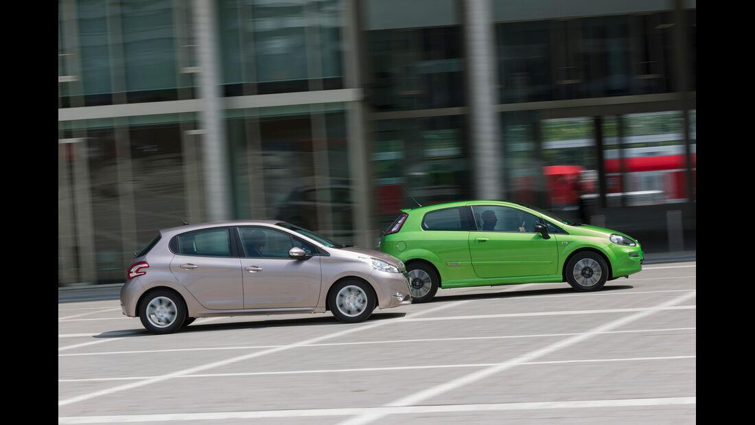 Peugeot 208 82 Vti, Fiat Punto 0,9 Twinair, Seitenansicht