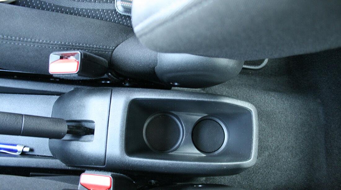 Peugeot 208, Innenraum-Check, Getränkehalter