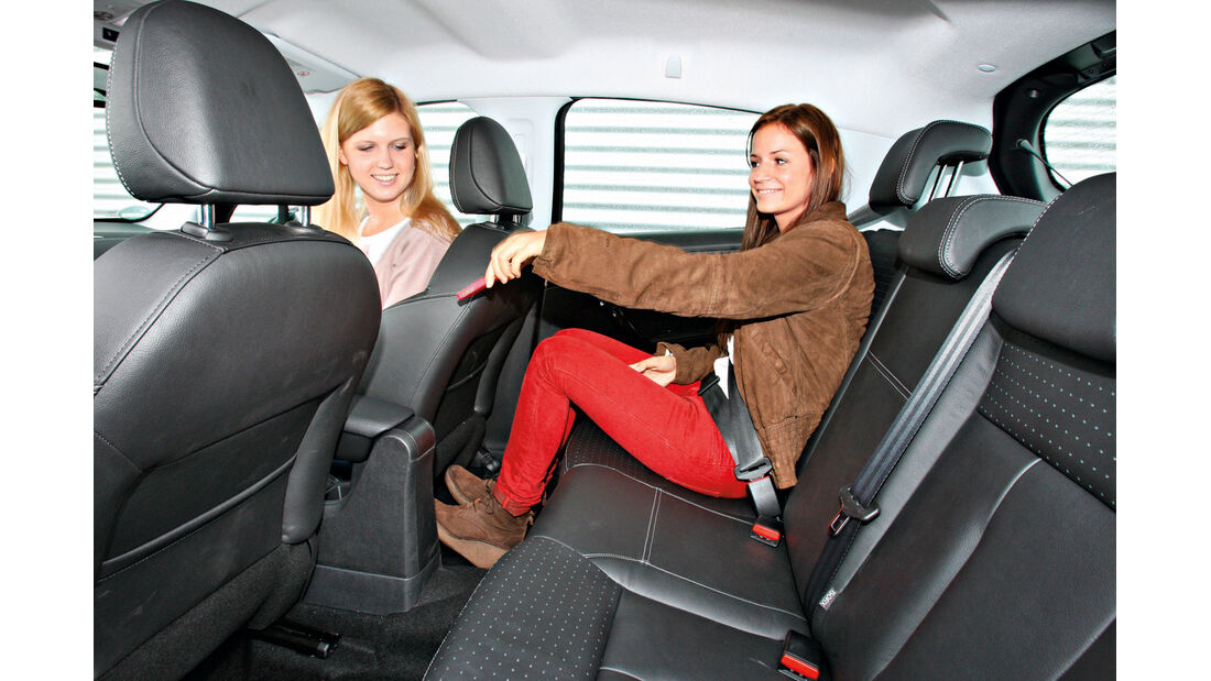 Peugeot 208 e-HDi 115 Allure, Rücksitz, Beinfreiheit