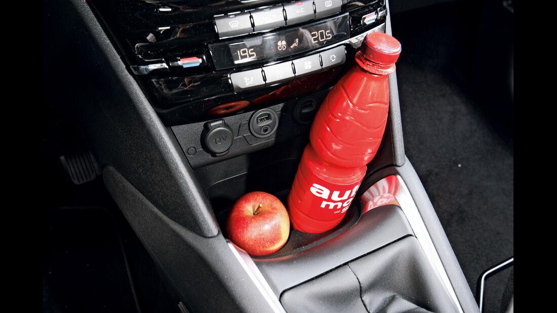 Peugeot 208 e-Hdi 115, Mittelkonsole, Ablage