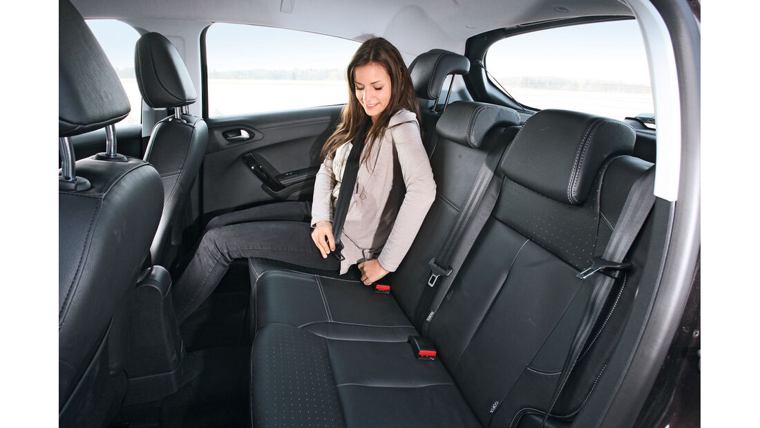 Peugeot 208 e-Hdi 115, Rücksitz, Beinfreiheit
