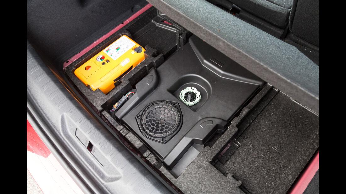Peugeot 308 125 THP, Kofferraumboden