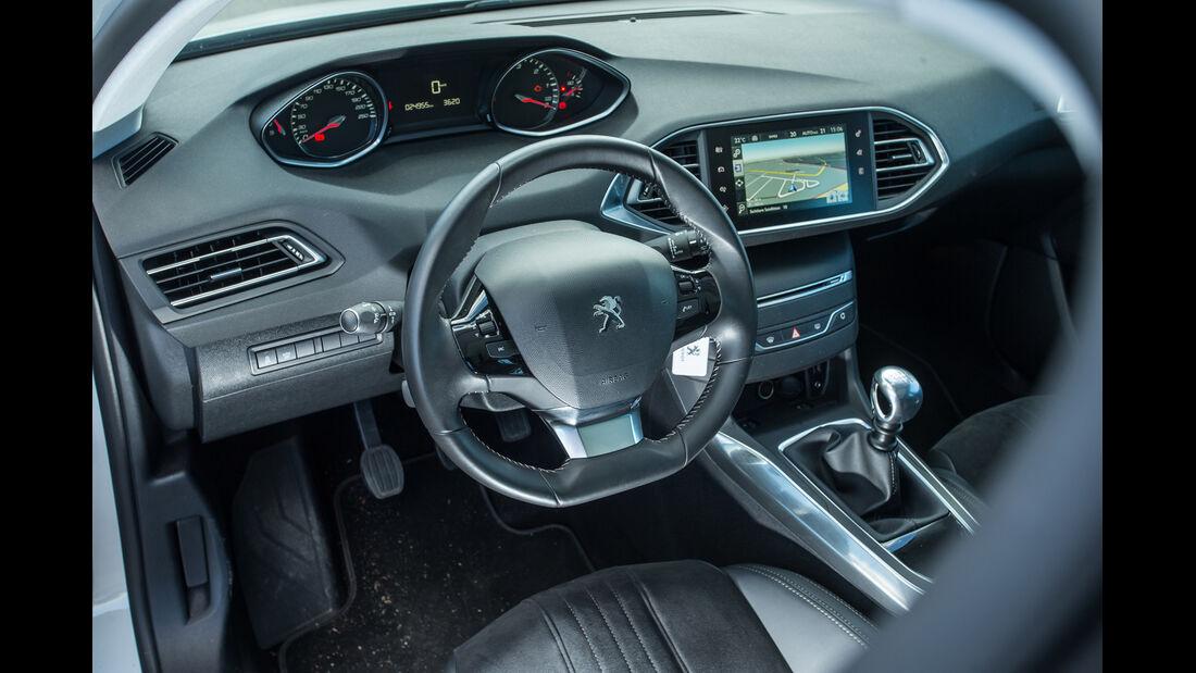 Peugeot 308 e-HDI 115, Cockpit