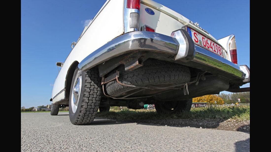 Peugeot 404, Auspuff, Unterboden