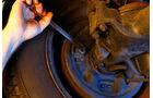 Peugeot 404, Bremsen nachstellen