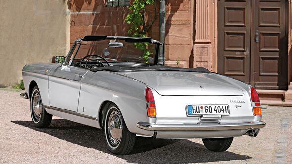 Peugeot 404 C Super Luxe, Heckansicht