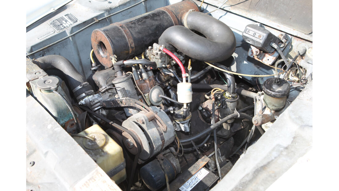 Peugeot 404, Motor