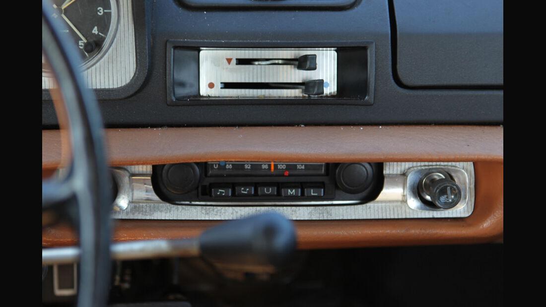 Peugeot 404, Radio