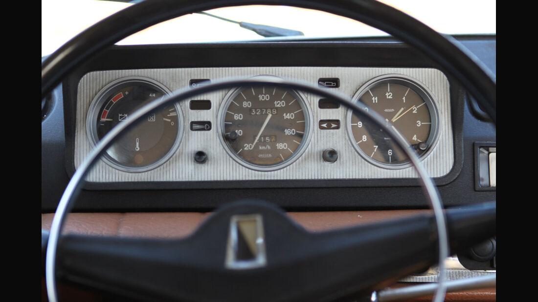 Peugeot 404, Rundinstrumente