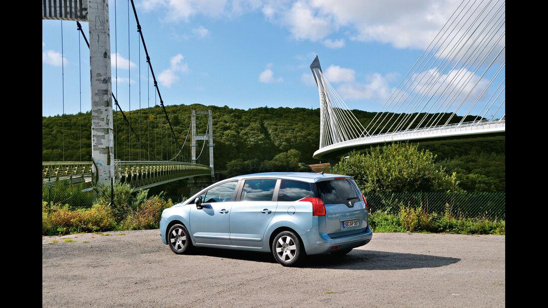 Peugeot 5008 155 THP, Seitenansicht, Brücken