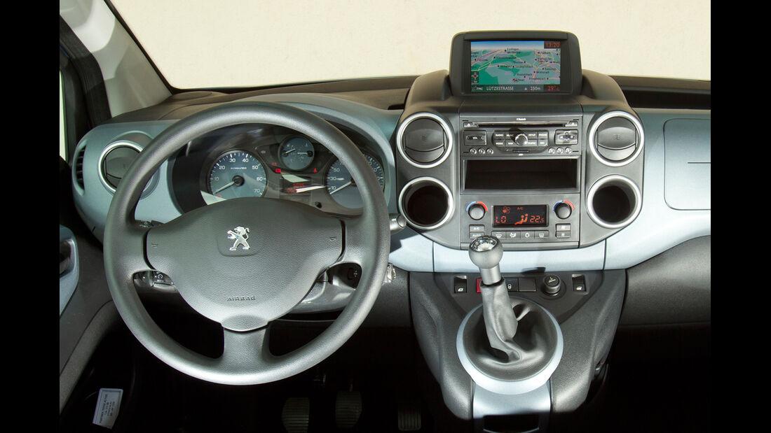 Peugeot Partner Tepee 98 VTi Active, Cockpit, Lenkrad