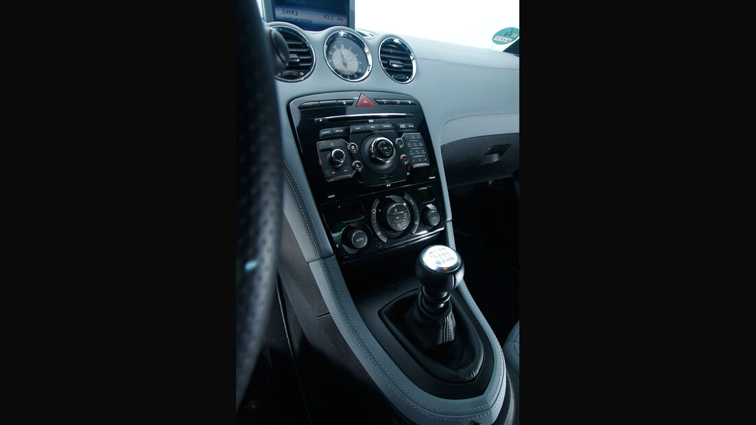 Peugeot RCZ 1.6 200 THP, Mittelkonsole