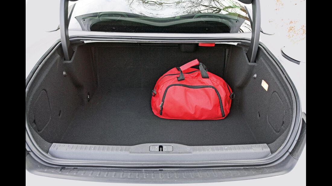 Peugeot RCZ 2.0 HDi FAP 163, Kofferraum