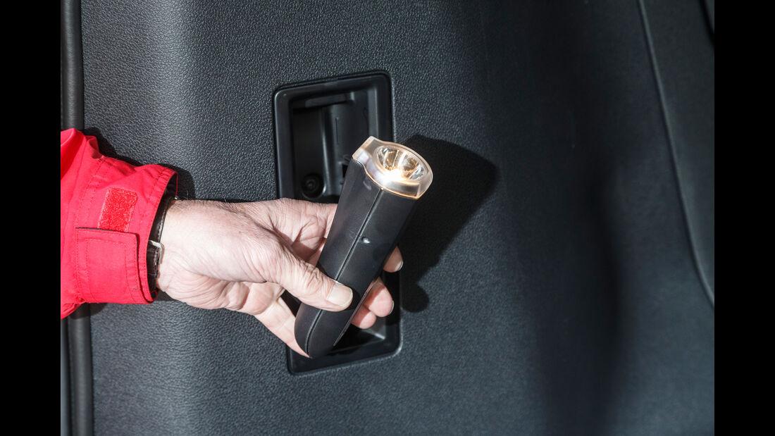 Peugeot Traveller HDi 150 L2, Taschenlampe