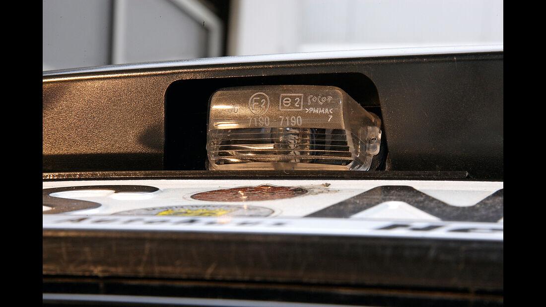 Peugeot, Werkstättentest, Kennzeichenbeleuchtung