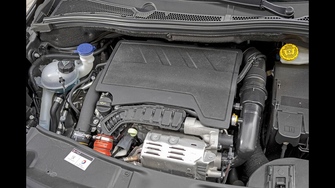 Peugeout 2008 Puretech 130 Allure, Motorraum