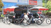 Peugot 508 SW HDi 165, Skoda Superb Combi 2.0 TDI, beide Fahrzeuge, Heckklappe offen, Fahrräder